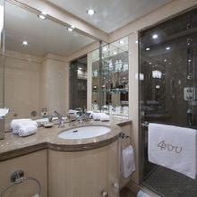 4You Yacht Guest Bathroom - Twin