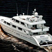 Zenith Yacht Running Shot - Stern