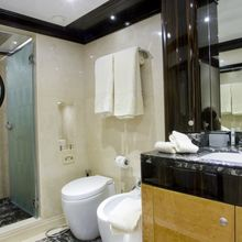 Veneta Yacht Guest Bathroom