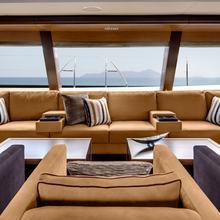 Kokomo III Yacht Saloon