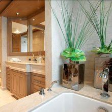 Majestic Yacht Private Bathroom - Bath