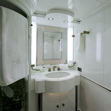 Il Sole Yacht Guest bathroom twin