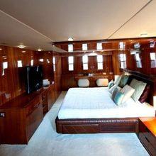 Zenith Yacht Master Stateroom - Side