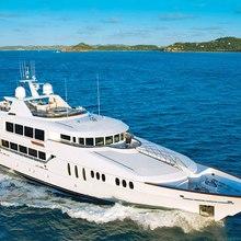 Bouchon Yacht Running Shot