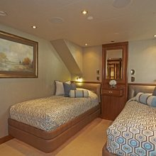 Nina Lu Yacht Twin Stateroom