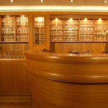 M5 Yacht Bar