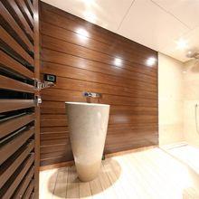 Infinity Yacht Bathroom - Detail