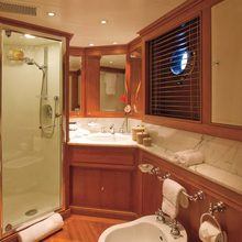 Norfolk Star Yacht Twin Bathroom