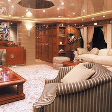 Lady M II Yacht Main Saloon
