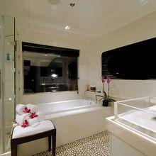 Slo Mo Shun Yacht Master Bathroom