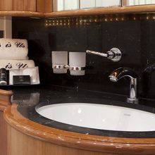 Seabiscuit Yacht  Bathroom