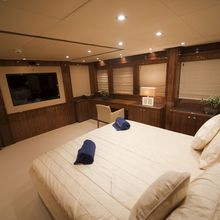 Barracuda Red Sea Yacht Master Stateroom - Bed