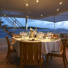 Harle Yacht Bridge Deck Dining