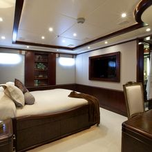 Bella Yacht Queen Stateroom - Side View