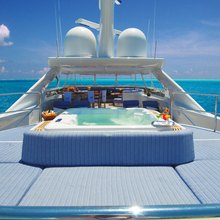 You & Me Yacht Sunpads & Jacuzzi