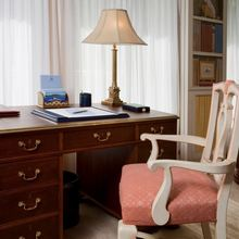 Leander G Yacht Main Salon - Desk