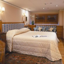 M5 Yacht Stateroom
