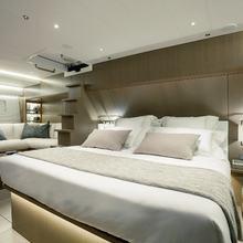 Lot 99 Yacht