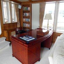 Elsa Yacht Study Desk