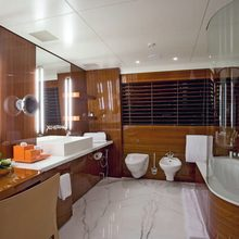 Dragonfly Yacht Private Bathroom