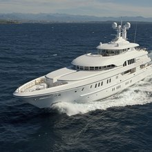 Huntress Yacht Front