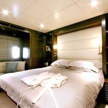 Infinity Yacht Master Stateroom - Bed