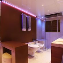 Nonni II Yacht VIP Bathroom - Earth