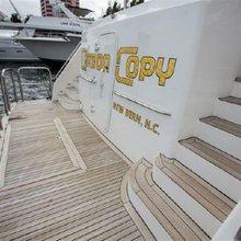 Tau Yacht