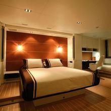 Yam 2 Yacht Master Stateroom - Night