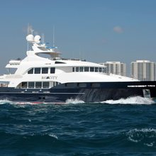 Waku Yacht Running Shot - Profile