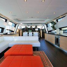 J & Li Yacht