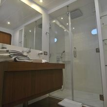 Ubi Bene Yacht Shower Room - View