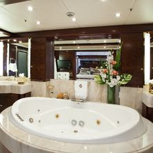 Bella Yacht Private Jacuzzi