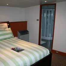 Sarsen Yacht Guest Stateroom - Green