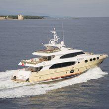 Veneta Yacht Running Shot
