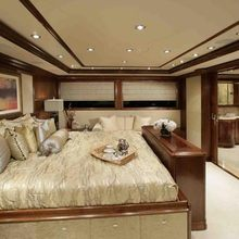 Dream Yacht Master Stateroom - Side
