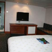 Sarsen Yacht Guest Stateroom - Light