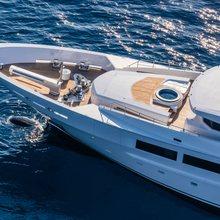 Suerte Yacht Jacuzzi on deck forward