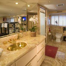 FAM Yacht Private Bath