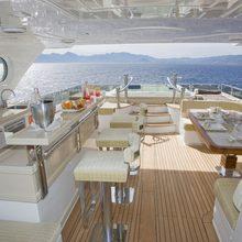 Veneta Yacht Alfresco dining & bar area