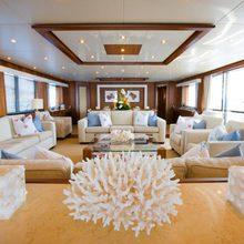 Regulus Yacht Saloon - Detail
