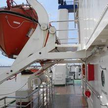 Sarsen Yacht Terrace