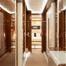 H Yacht