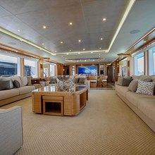UAQ 1 Yacht
