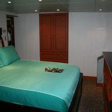 Sarsen Yacht Guest Stateroom - Blue