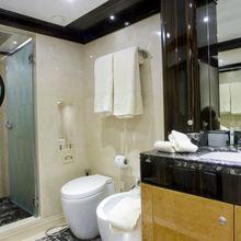 Veneta Yacht Guest Bathroom