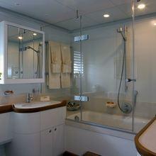 M5 Yacht Private Bathroom
