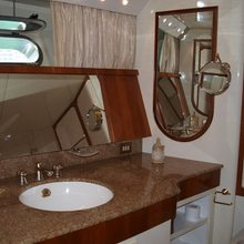 Paradis Yacht Bathroom