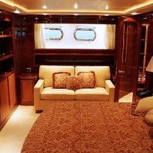 Oval Yacht