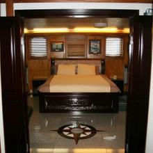 Sarsen Yacht Guest Stateroom - Overview